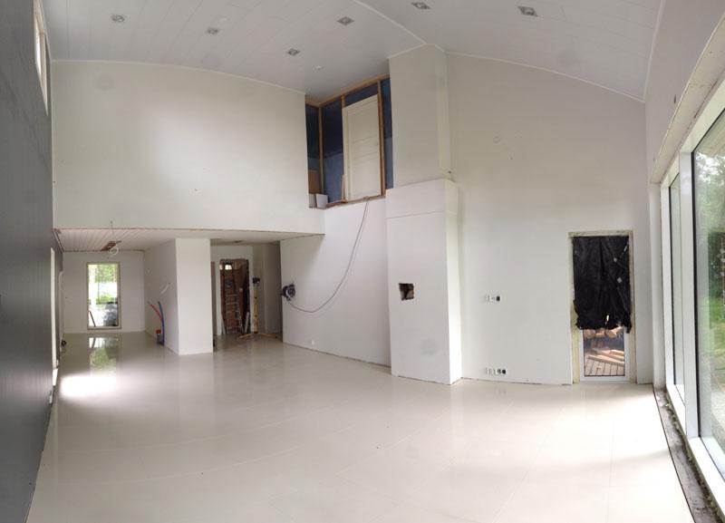 Olohuoneen yleisilme muuttui melkoisesti lattian myötä.